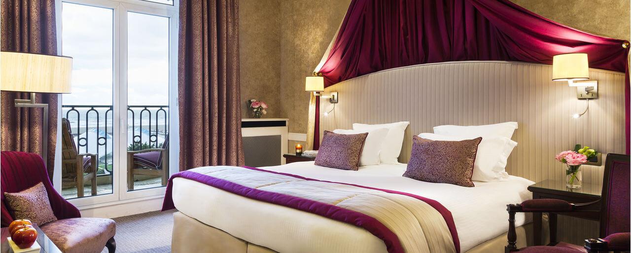 Chambre De Luxe Royal : Chambre deluxe terrasse chambres et suites le royal
