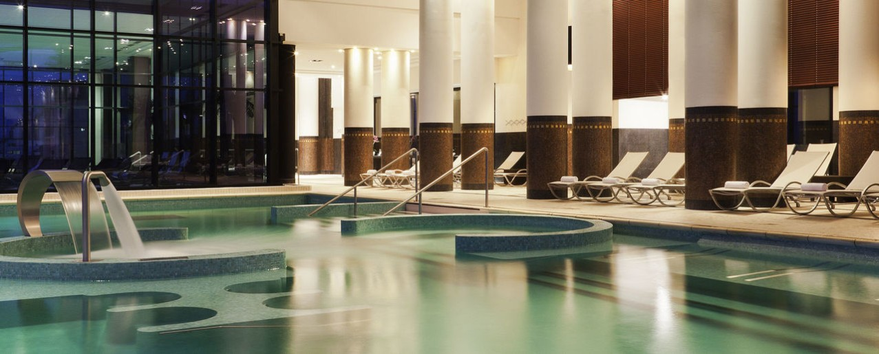 Thalassoth rapie spa h tels barri re for Salon piscine paris