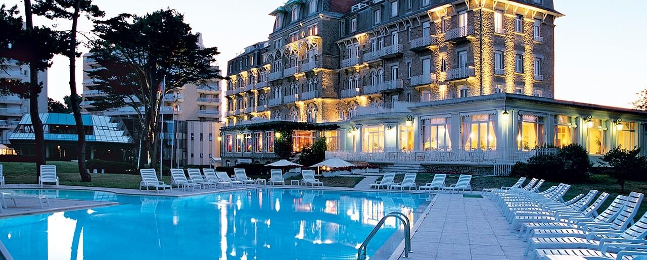 exceptionnel Hôtel Barrière La Baule - Royal Thalasso -Vue de la piscine et de lu0027