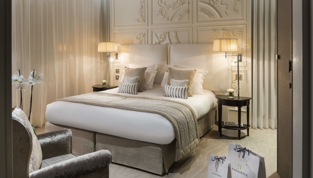 Chambres de luxe suites d 39 exception h tel thalasso royal for Moquette hotel luxe