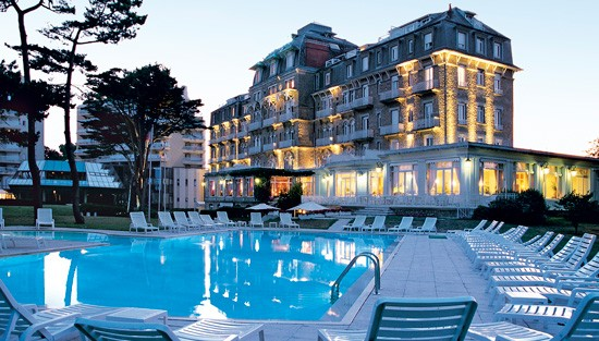 Hôtel Barrière La Baule - Royal Thalasso -  View of the swimming pool and the hotel