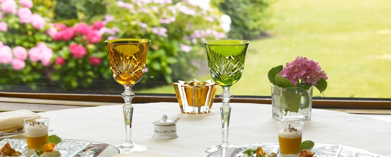 Hôtel Barrière La Baule - Castel Marie Louise - A restaurant table with glasses