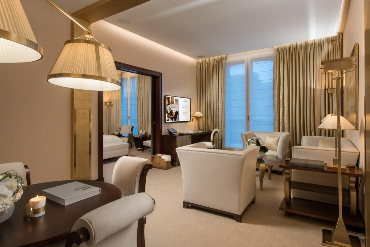 Suite prestige champs lys es chambres et suites h tel for Les 3 chambres paris