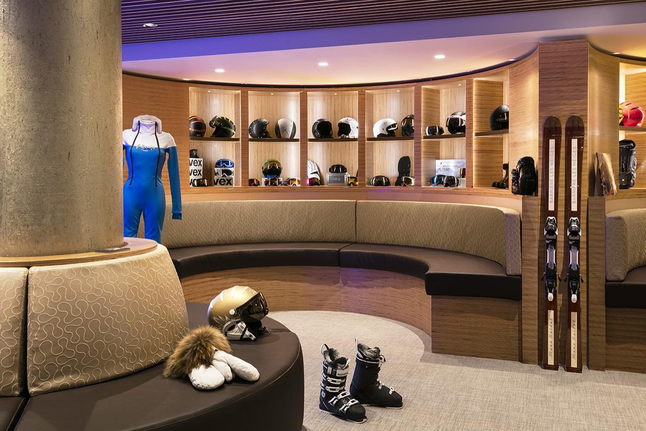 Bernard Orcel Ski Room Les Neiges Courchevel H 244 Tels