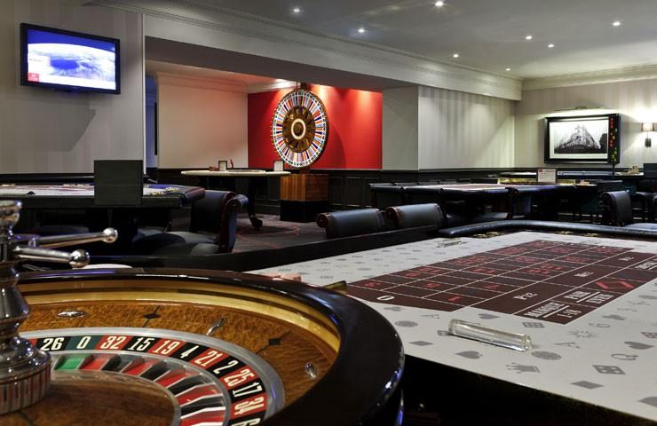 Table poker casino dinard martini rezept casino royal
