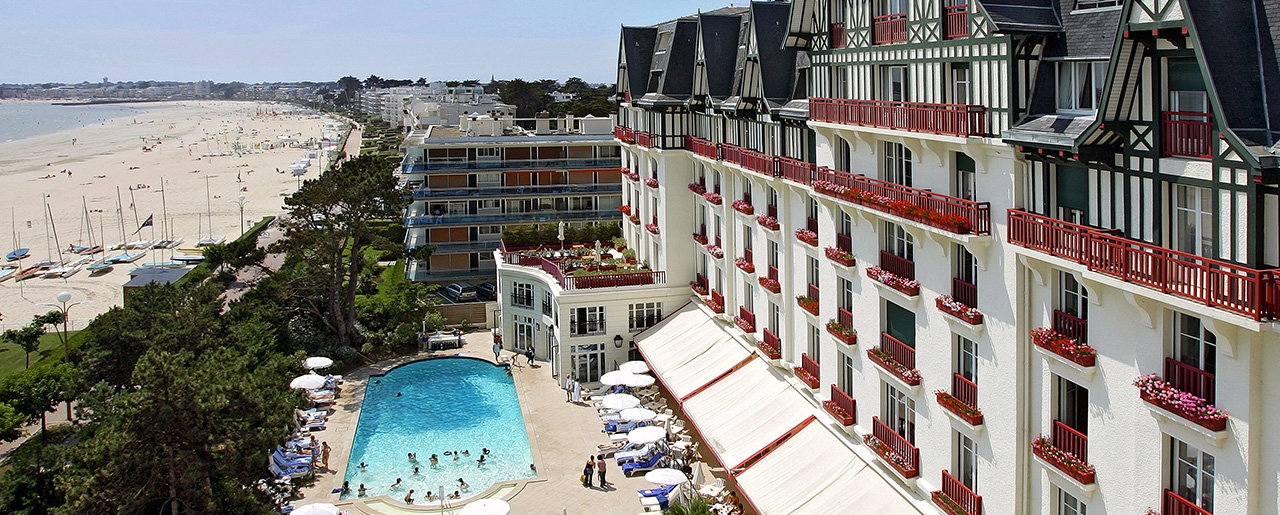 Hôtel Barrière La Baule - Hermitage - View of the sea and the swimming pool