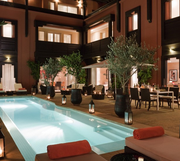 Hôtel & ryads Barrière Marrakech - Naoura  - View of the exterior and the swimming pool at night